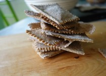 Crispy Spelt Crackers with Fennel and Sesame Seeds