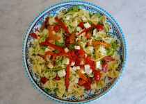 Summerly Pasta Salad with Tomatoes, Bell Peppers, Arugula and Mozzarella